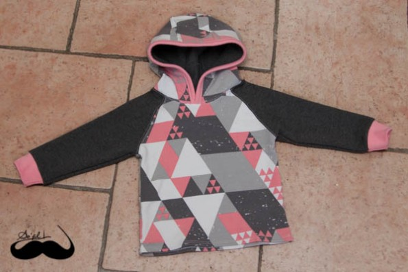 sweats capuche triangles roses à plat sofilcreations