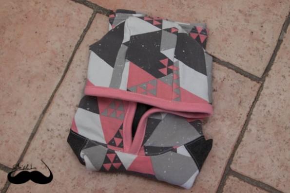 sweats capuche triangles roses plié sofilcreations